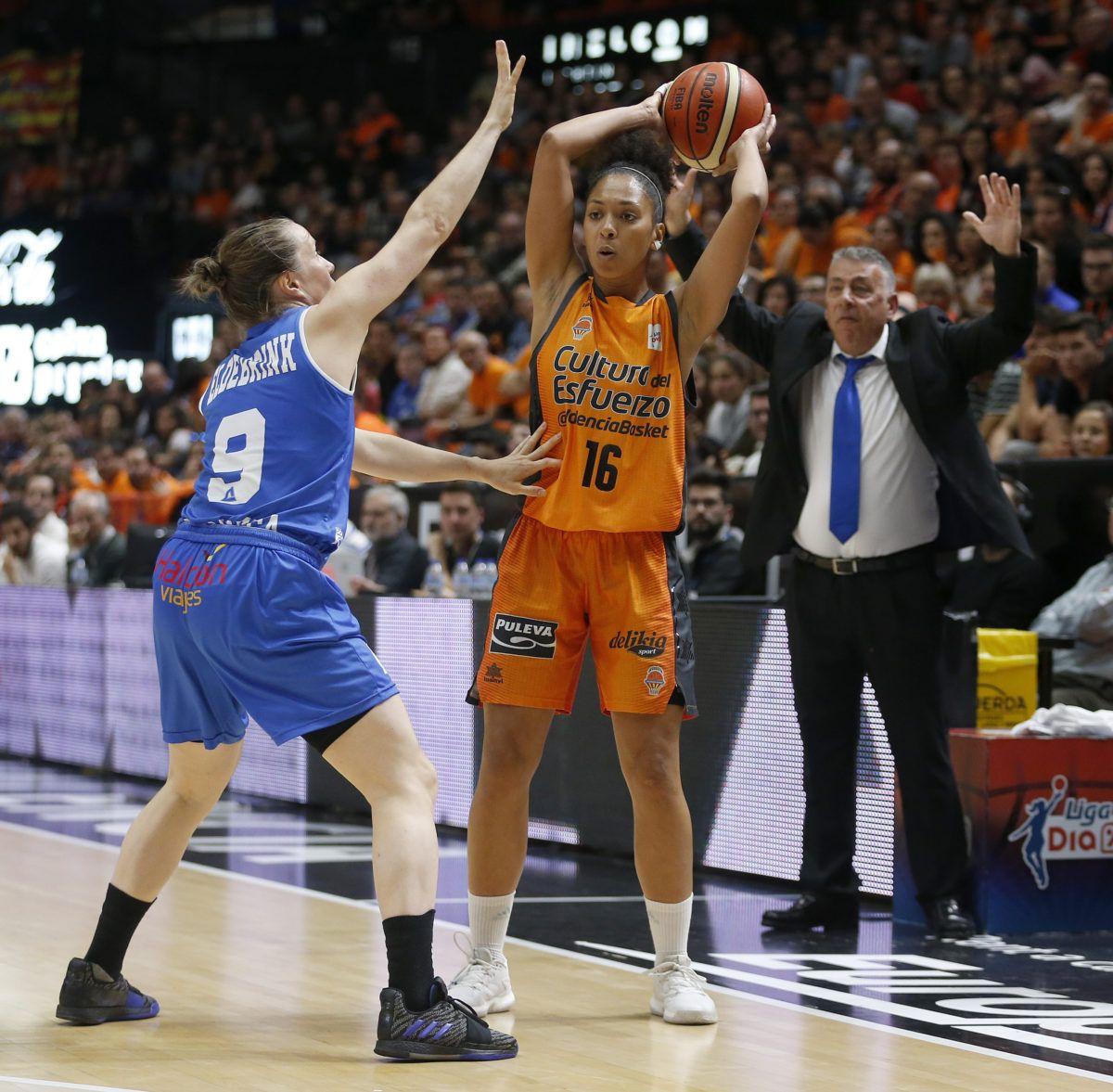 El Perfumerías domina al Valencia Basket (54-74)