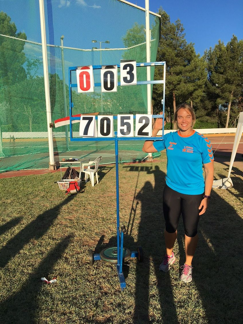Berta Castells rompe la barrera de los 70 metros en martillo