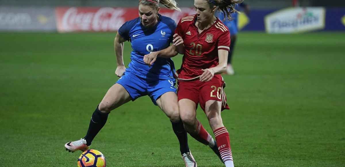 Una acción del partido amistoso de fútbol femenino entre España y Francia. Foto: RFEF